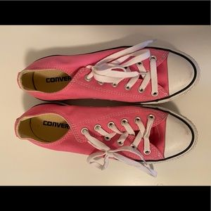 Pink Converse Lowcuts Women's Size 8